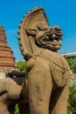Estátua mitológica asiática de Qilin no templo budista de Tailândia fotos de stock