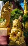 Estátua mitológica asiática de Qilin no templo budista de Tailândia imagens de stock