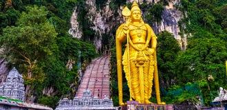 A estátua murugan do senhor e a vista dianteira do batu cavam, malaysia, 2017 fotografia de stock