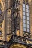 Estátua na catedral metropolitana de Saint Vitus Wenceslaus e Imagens de Stock Royalty Free