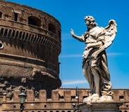 Estátua na frente do coliseu em Roma Imagens de Stock Royalty Free