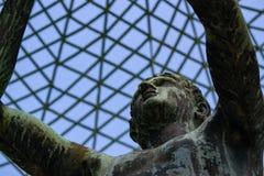Estátua no caramanchão pelo palácio de SansSouci, Potsdam, Alemanha fotos de stock