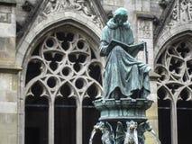 Estátua no Domkerk em Utrecht Imagens de Stock