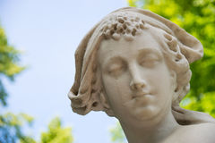 Estátua no jardim do verão Imagem de Stock Royalty Free