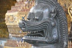 Estátua no palácio grande imagens de stock royalty free