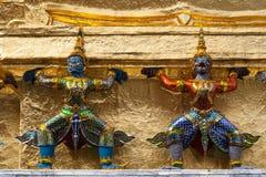 Estátua no palácio grande de Tailândia Fotos de Stock