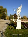 Estátua no parque imagens de stock royalty free
