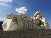 Estátua nos jardins de Versalhes imagens de stock royalty free