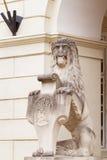 Estátua pela câmara municipal foto de stock
