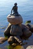 Estátua pequena da sereia, Copenhaga Imagem de Stock