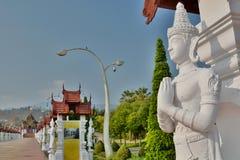 Estátua perto do pavillon real Parque real Rajapruek Chiang Mai Province tailândia Fotografia de Stock