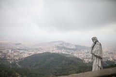 A estátua que negligencia a cidade Imagens de Stock Royalty Free