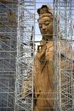 Estátua sob a construção Fotografia de Stock Royalty Free