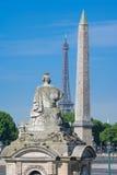 A estátua Strasbourg, torre Eiffel e obelisco de Luxor no Pla Foto de Stock Royalty Free