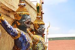 Estátua tailandesa da criatura dos contos de fadas no templo de Emerald Buddha, Wat Prakaew Fotos de Stock Royalty Free