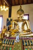 Estátua velha da Buda na capela fotografia de stock