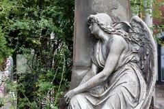 Estátua velha do cemitério Fotos de Stock Royalty Free