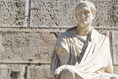 Estátua velha em Atenas, Grécia Fotos de Stock