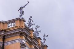 Estátuas alegóricas no telhado do palácio de Charlottenburg Foto de Stock