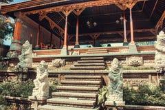Estátuas antigas do Balinese, hinduism fotografia de stock royalty free