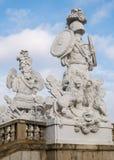 Estátuas barrocos velhas em um parque em Viena fotos de stock royalty free