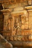 Estátuas bonitas na entrada do templo antigo de Brihadisvara no cholapuram do gangaikonda, india foto de stock