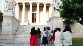 Estátuas clássicas de Plato e de Socrates vídeos de arquivo