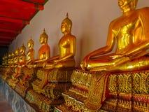 Estátuas da Buda de assento no templo Imagem de Stock Royalty Free