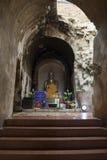 Estátuas da Buda no túnel do templo Fotos de Stock Royalty Free