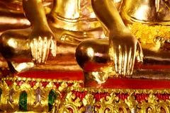 Estátuas da mão da Buda, mão da Buda do ouro, fim acima da mão da Buda do ouro Fotografia de Stock Royalty Free