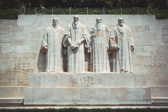 Estátuas da parede da reforma em Genebra fotos de stock royalty free