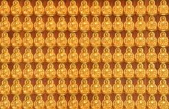 Estátuas de Buddha do ouro no templo tailandês Fotografia de Stock Royalty Free