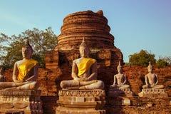 Estátuas de Buddha no templo Fotos de Stock Royalty Free