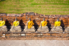 Estátuas de Buddha no templo Wat Yai Chai Mongkol Imagens de Stock Royalty Free
