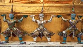 Estátuas de Hanuman Guardian de Wat Pra Kaew fotos de stock royalty free