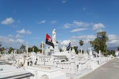 Estátuas de mármore brancas no cemitério Fotos de Stock Royalty Free