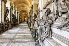 Estátuas de mármore no cemitério fotografia de stock royalty free