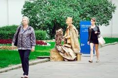 Estátuas de vida na rua de St Petersburg foto de stock