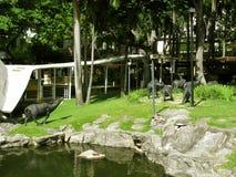 Estátuas do búfalo-da-índia, parque da alameda do cinturão verde, Makati, Filipinas Fotografia de Stock Royalty Free