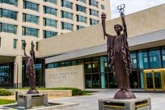 Estátuas do banco de Federal Reserve em Kansas City Imagens de Stock