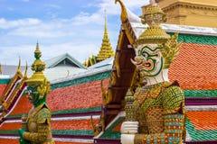 Estátuas do gigante em Wat Phra Keaw fotografia de stock