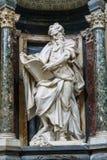 Estátuas do interior de St Matthew do apóstolo de di San Giovanni da basílica em Laterano em Roma Italy imagens de stock royalty free