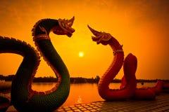 Estátuas do Naga da silhueta Foto de Stock