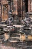 Estátuas do templo de Banteay Srei Fotos de Stock