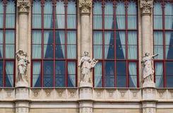 Estátuas dos musas, sala de concertos de Vigado em Budapest, Hungria imagem de stock