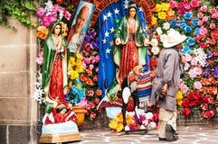 Estátuas e fotógrafo religiosos fotos de stock royalty free