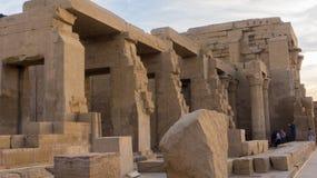 Estátuas egípcias do templo antigo imagem de stock