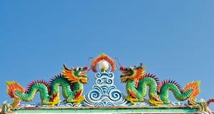 Estátuas gêmeas do dragão no estilo chinês Imagens de Stock Royalty Free