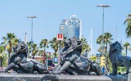 Estátuas grandes do leão em Barcelona, Espanha Fotografia de Stock