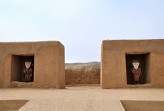 Estátuas Incan em Chan Chan foto de stock royalty free